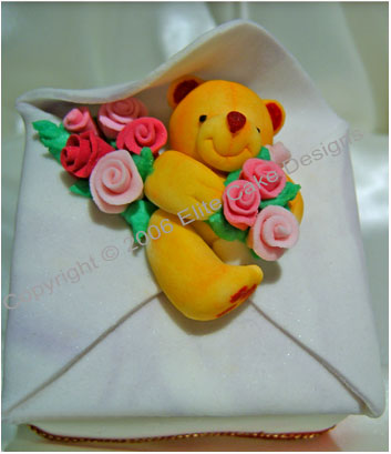 Teddy with roses mini cake
